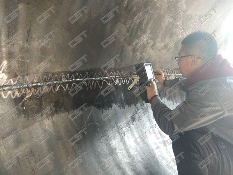 Ultrasonic testing for large diameter elbow weld